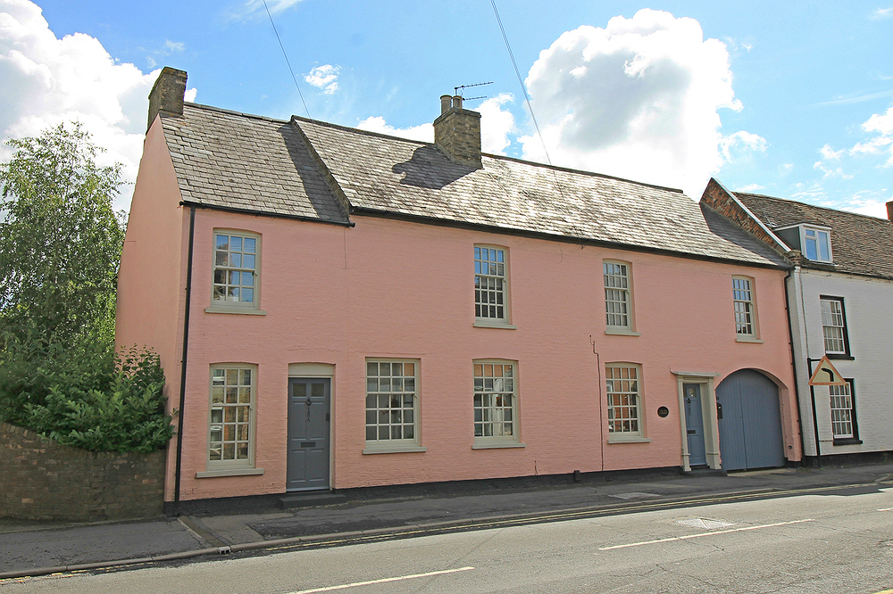 First floor flat in this converted Grade II Listed house in Godmanchester
