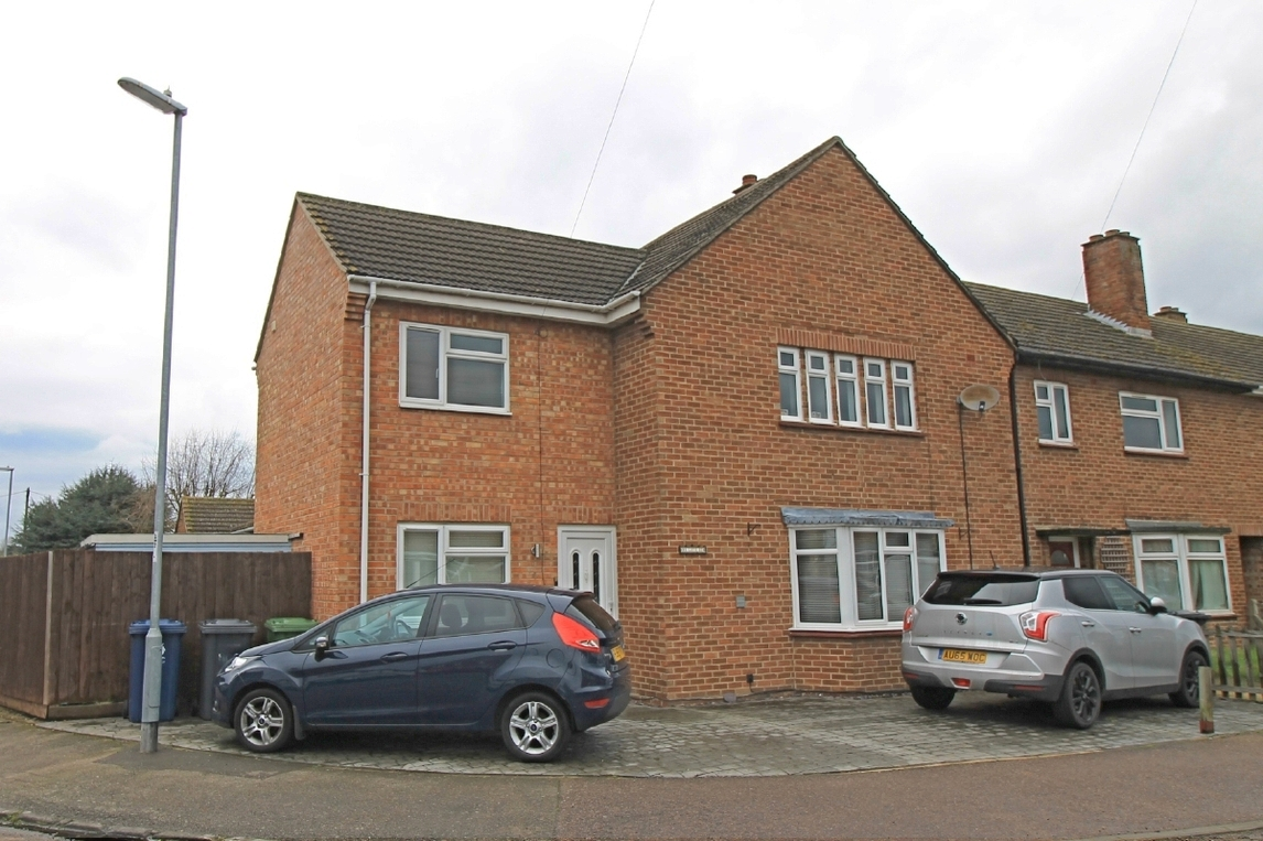 Four bedroom house for sale in Leys Road, St. Neots