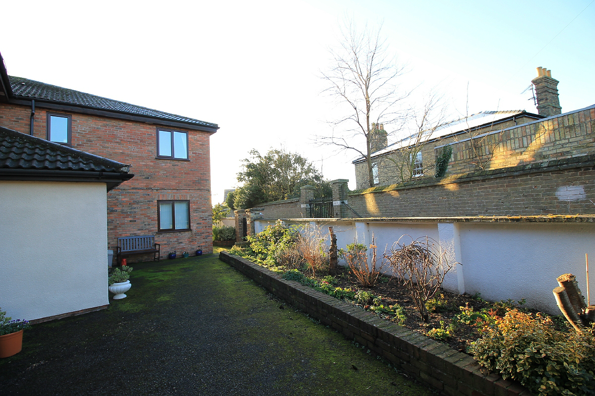 One Bedroom flat in Woodley Court, Godmanchester