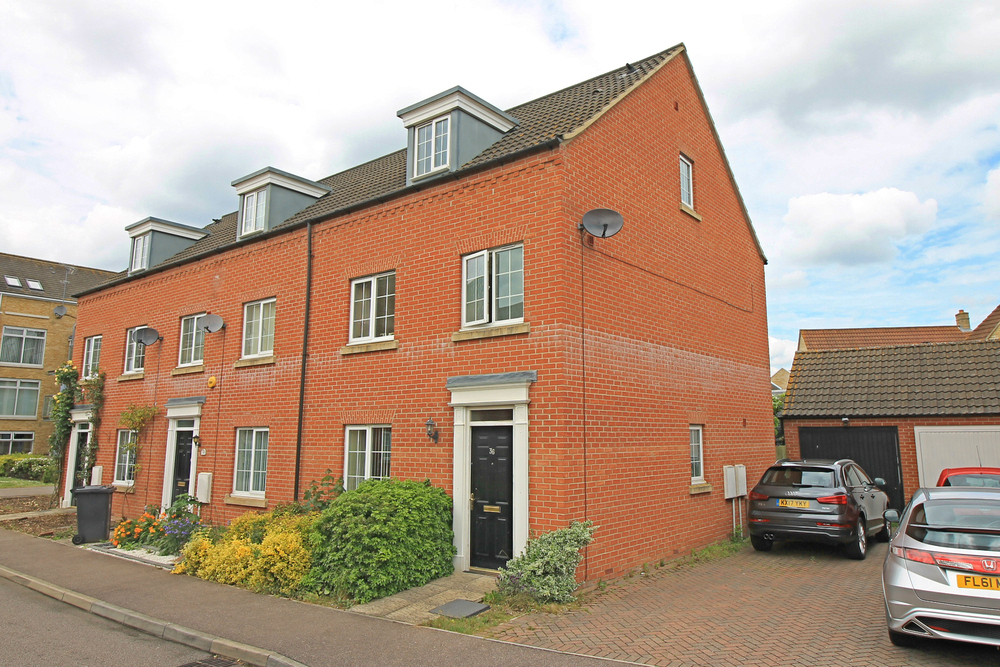 Townhouse in Flawn Way, Eynesbury