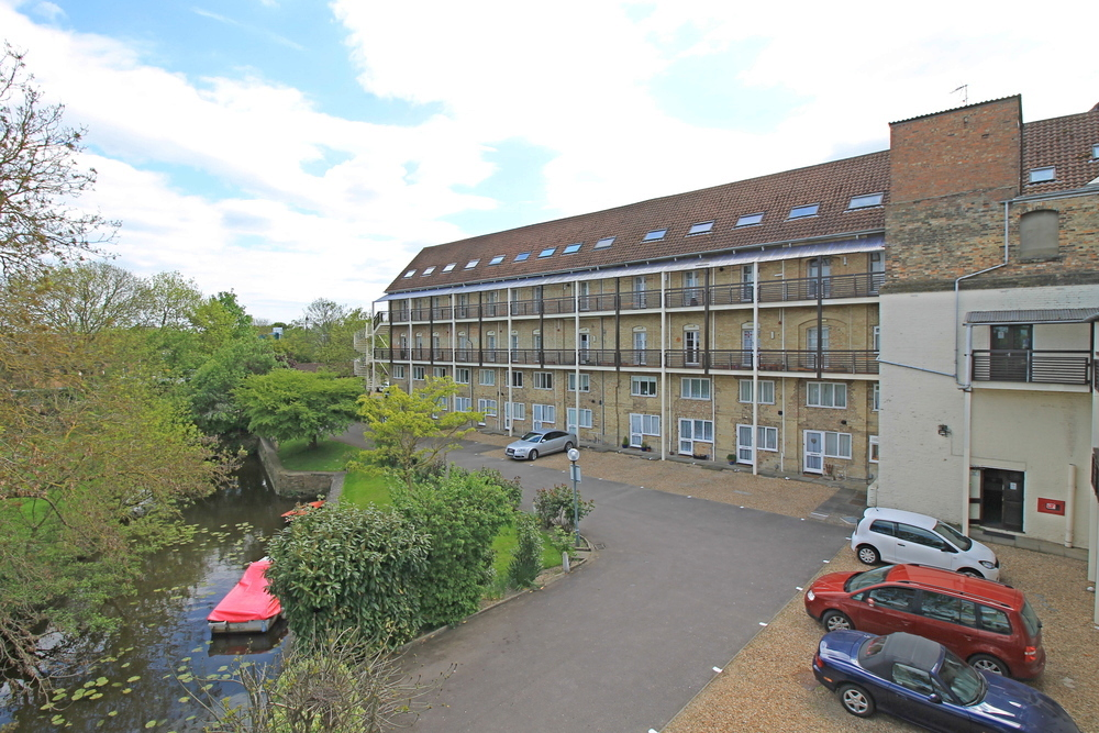 Two bedroom apartment in the Riverside Mill, Godmanchester