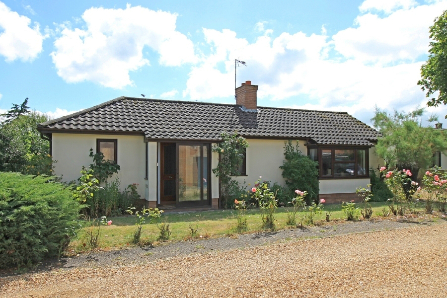 Detached bungalow in Great Staughton