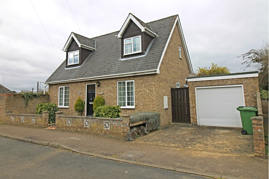 Detached chalet style home in Pinfold Lane