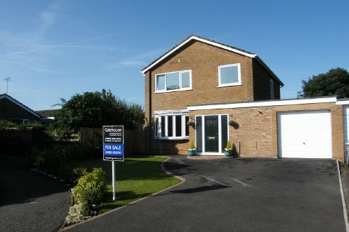 Re-furbished four bedroom house with views of Grafham Water