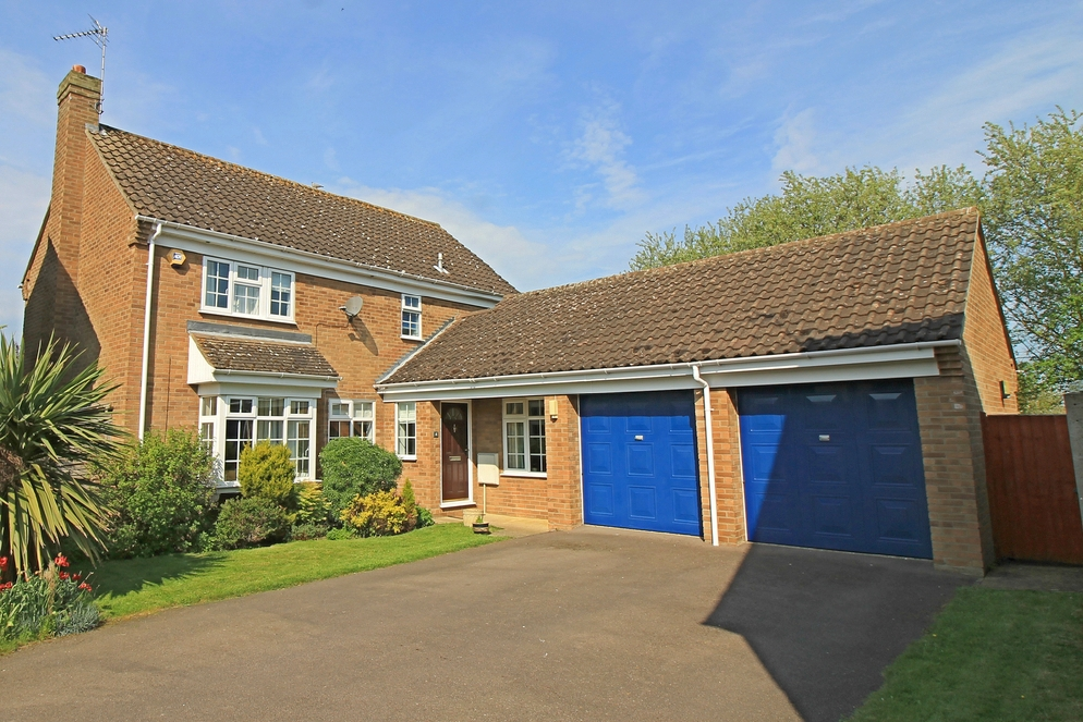 Detached four bedroom house with three reception rooms