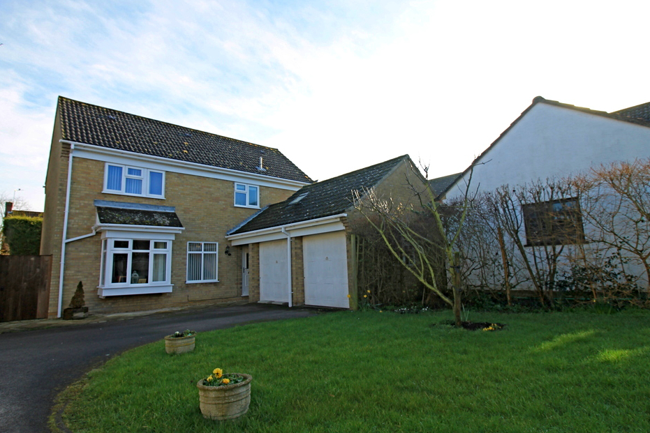 Four bedroom detached house in Sears Close