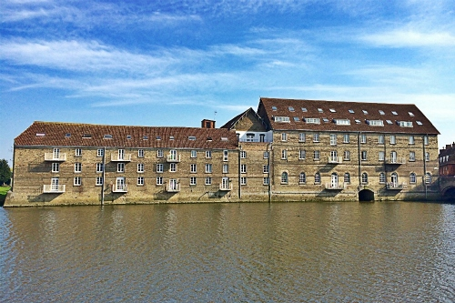 Two bedroom apartment overlooking the river
